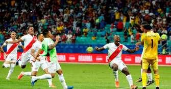 Perú dio el gran golpe y eliminó a Uruguay