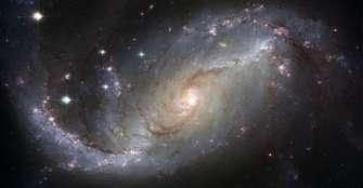 Comprobaron que las galaxias viejas y masivas siguen formando estrellas