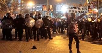 Al menos 21 heridos en los disturbios junto al Camp Nou durante el clásico