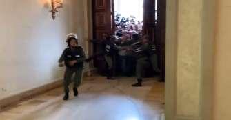 Violencia y dos sesiones: la caótica sesión del Parlamento de Venezuela