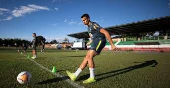 Brasil y Uruguay, duelo de ganadores para definir líder del grupo B