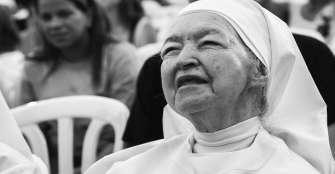 Muchas monjas sufren agotamiento laboral, denuncia suplemento vaticano