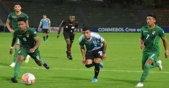 Bolivia vence 3-2 a Uruguay con gol tardío de Saldías