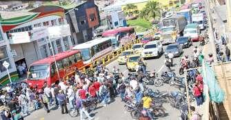 Diálogo entre alcalde y mototaxistas para analizar restricción de parrillero