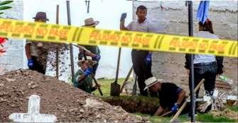 """JEP exhuman 54 cuerpos de posibles víctimas de """"falsos positivos"""" en Colombia"""