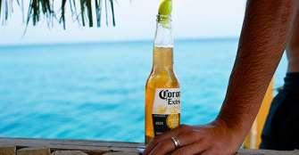 La cerveza Corona baja en ventas y prestigio de marca por el coronavirus