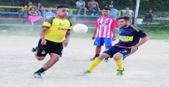Tigreros-Inter, clásico por el liderato del Veteranos Fútbol 8