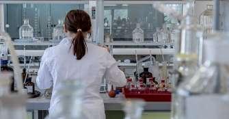 Logran secuenciar genoma del virus COVID-19 en dos pacientes en España