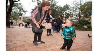 Un colombiano vuelve al Guinness Récords como el hombre más bajo del mundo