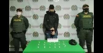 Joven de 18 años fue sorprendido con cocaína en vía pública de Pijao