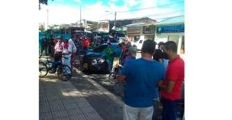Volqueteros en La Tebaida protestaron por deuda en El paseo del Edén