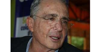 Uribe renuncia a su curul en el Senado
