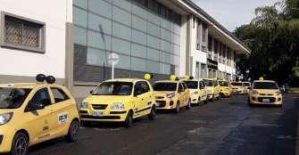 Taxistas amenazan con paro, si no se combate al transporte informal