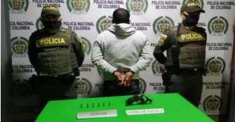 Arrestado hombre que portaba  un revólver en el barrio Santander