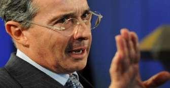 EE.UU. sospechó repetidamente de vínculos de Álvaro Uribe con paramilitares