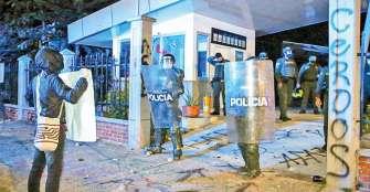 Protestantes atacaron el CAI Fundadores; 8 capturados y 3 policías lesionados