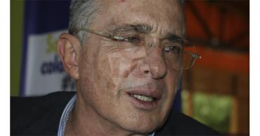 Una jueza ordena la libertad del expresidente Álvaro Uribe