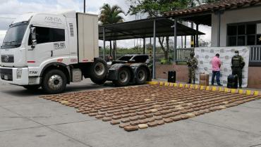 Prisión a sujeto señalado de conducir tractocamión con 321 kilos de droga