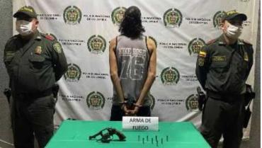 Hombre de 27 años, arrestado por porte  ilegal de armas de fuego
