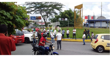 Protesta de taxistas provocó incidente vial con un taxista que estaba trabajando