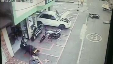 Mujer sobrevivió a aparatoso accidente en Armenia