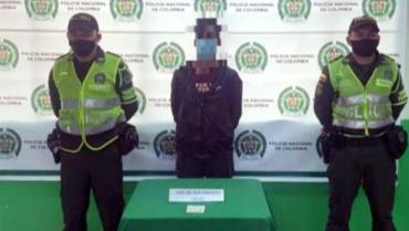 Motociclista capturado por  licencia de conducir falsificada