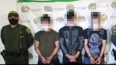 3 capturados por portar armas, municiones y base de coca