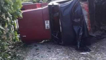 Jeep Willys ocupado con contratistas  del Sena se volcó en La Virginia, Calarcá
