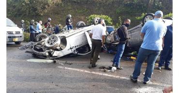3-heridos-en-doble-accidente-de-transito-en-autopista-del-cafe