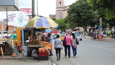 Alcaldía se compromete a presentar planes de acción para recuperar espacio público