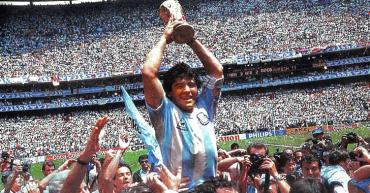 Murió Maradona, el 10