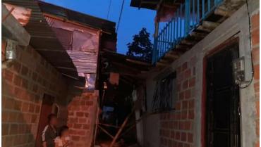Una familia damnificada por deslizamiento en El Recuerdo Bajo