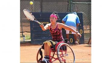 Quindiana Érika Vásquez, con selección de tenis de campo en silla de ruedas