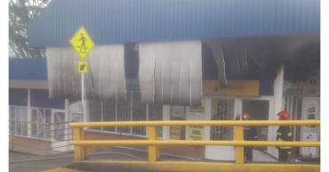 Bomberos de Armenia y Calarcá atendieron incendio estructural en el Mall La Florida