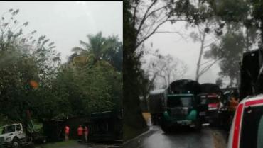 5 vehículos de carga involucrados en 2 accidentes aislados en Quindío