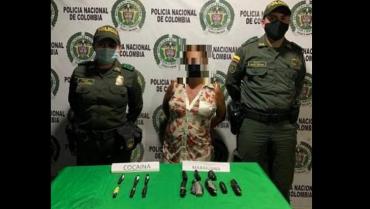 Mujer de 46 años de edad portaba marihuana y base de cocaína