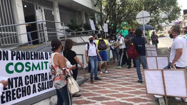 Con un mitin, maestros denunciaron irregularidades en atención médica