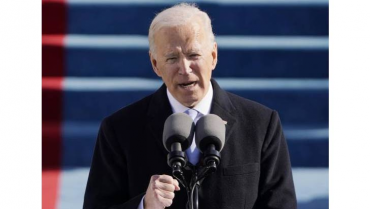 Joe Biden firma los primeros documentos como presidente de Estados Unidos