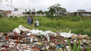 Cancha de El Placer, un depósito de basuras y escombros