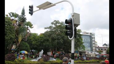Armenia ya cuenta con un semáforo accionado con paneles solares