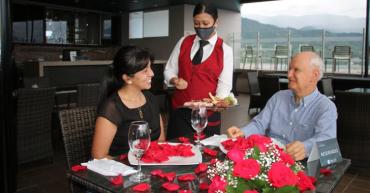 El Sky Bar del hotel Mocawa Plaza, una gran oferta de esparcimiento, diferente en la que se toca el cielo con las manos en Armenia
