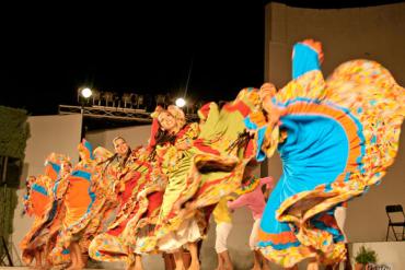 Cumbia colombiana y música clásica para defender la cultura en Francia