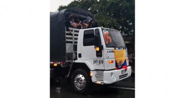 Camioneros y motociclistas protestan simultáneamente por las calles de Armenia