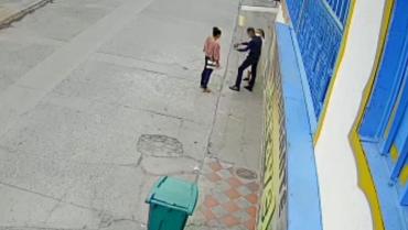 A una monja en La Tebaida  2 ladrones le robaron el celular