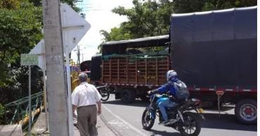 Camioneros bloquearon vías de acceso a Montenegro