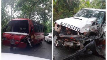 Camioneta de la Octava Brigada colisionó con una buseta en Montenegro