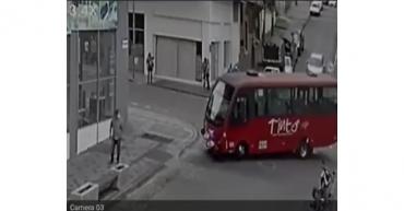 Bus de servicio público atropelló peatón en Armenia