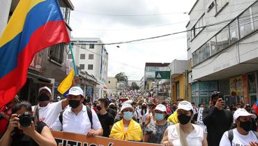 Maestros y colectivos sociales volvieron a marchar