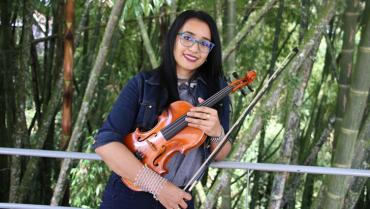 La violinista que deja huella en sus estudiantes