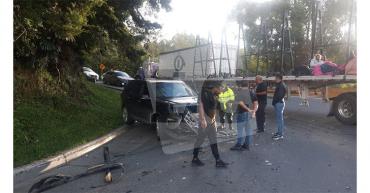 Tractocamión invadió carril y generó accidente de tránsito en La Línea
